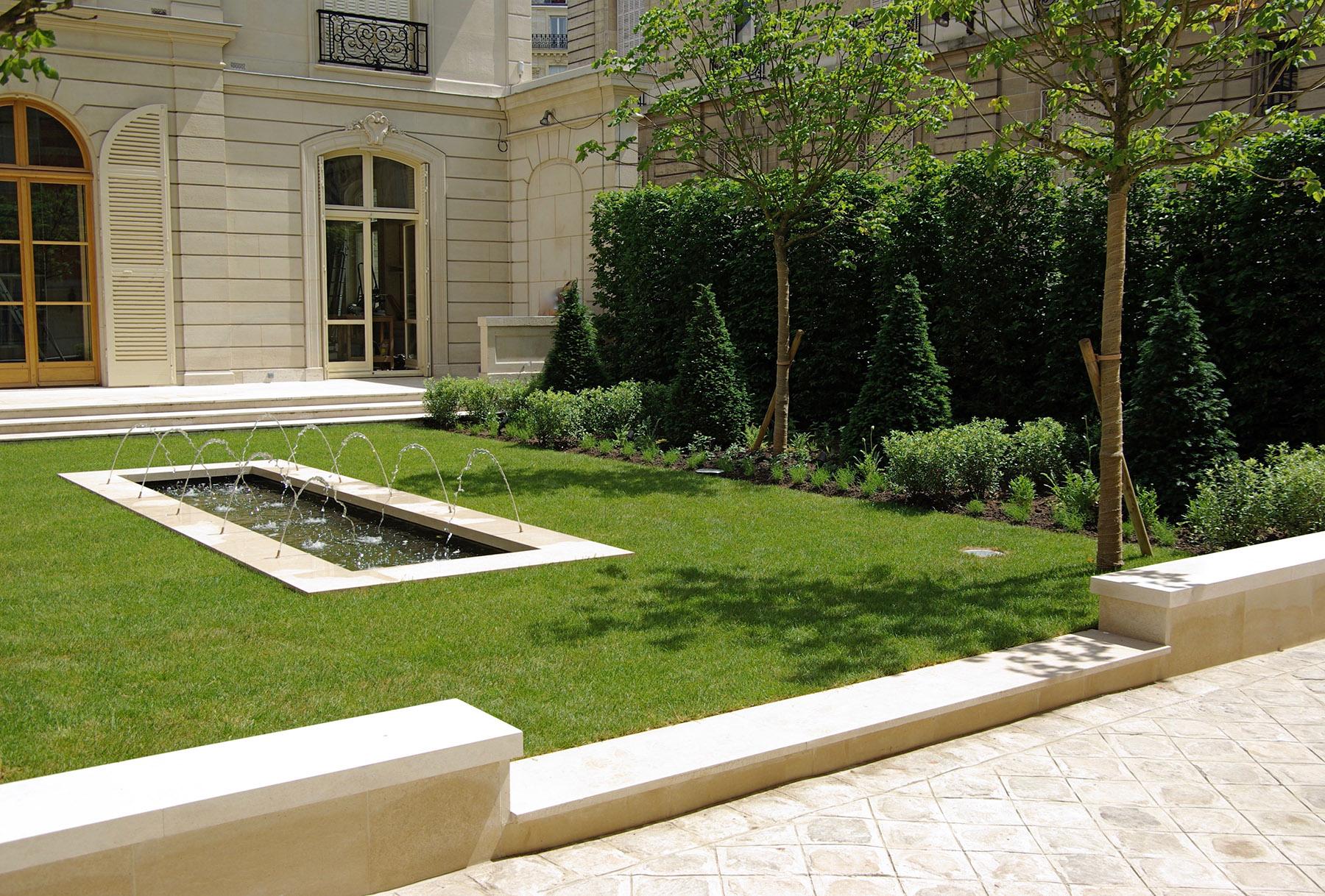 Jardin classique a la francaise Luxe Paris Olivia Bochet